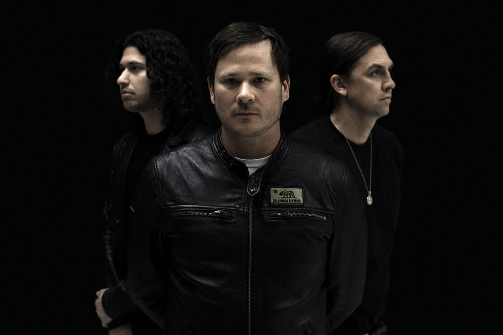 ANGELS & AIRWAVES : ALL THAT'S LEFT IS LOVE